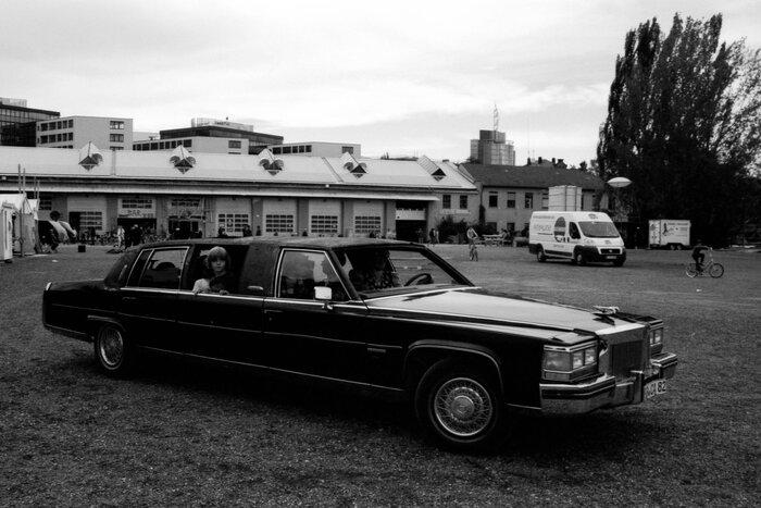 Amerikanische Limousine mit Kind